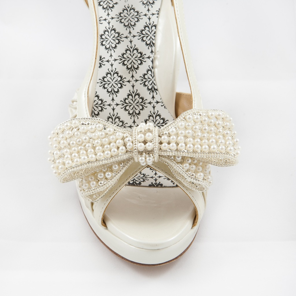 White_bow_shoe_clip.full