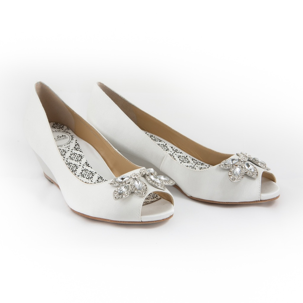 White_bridal_flats_with_shoe_clip.full