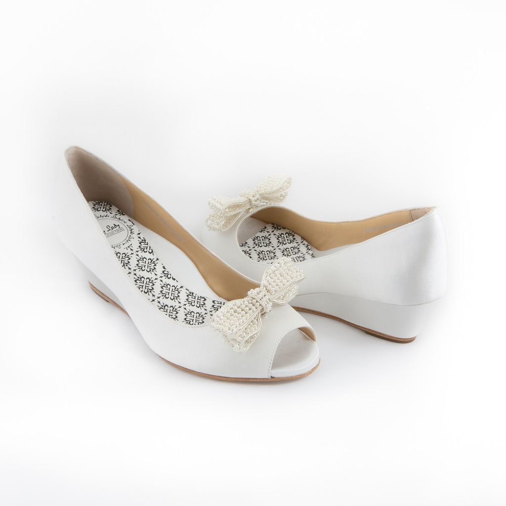 Peep toe bridal shoes with clip