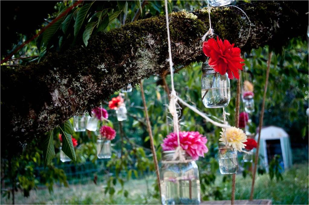 Anthropologie-inspired-real-wedding-outdoor-weddings-casual-diy-wedding-flowers.full