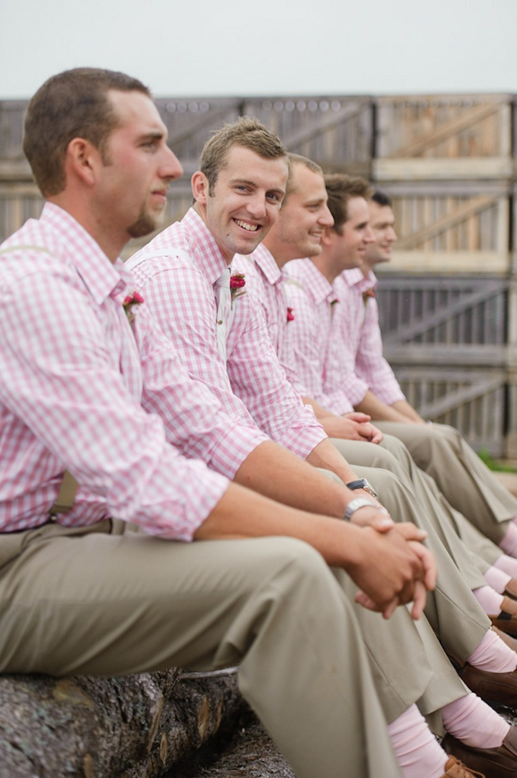 Groomsmen_in_pink.full