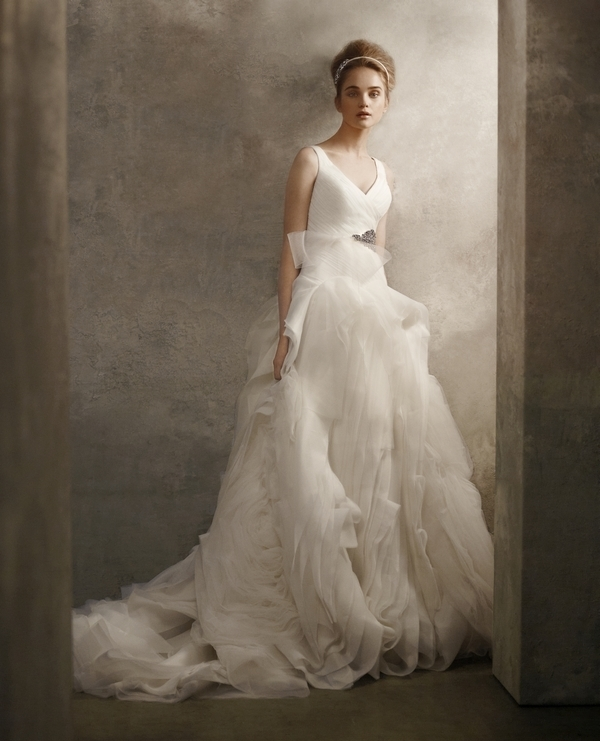 V neck princess 2011 wedding dress from white by vera wang for White vera wang wedding dresses