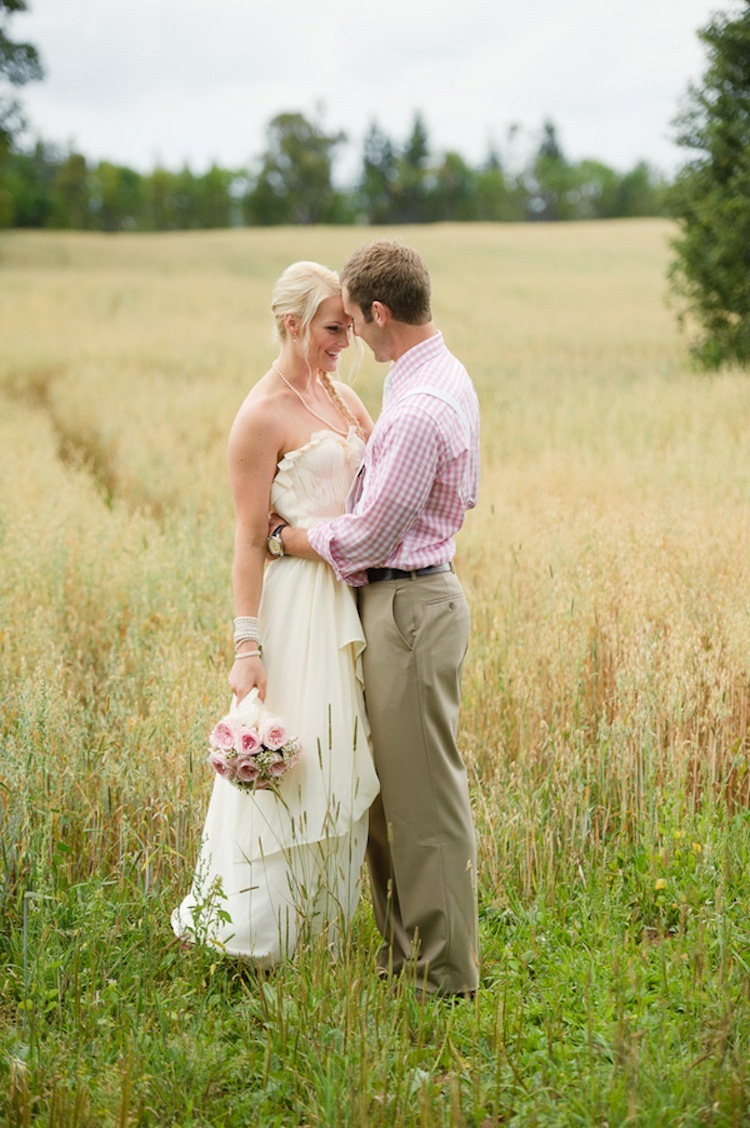 Rustic_wedding_couple.full