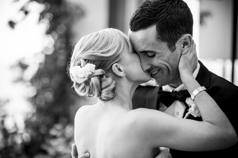 Classic_black_and_white_wedding_photo.full