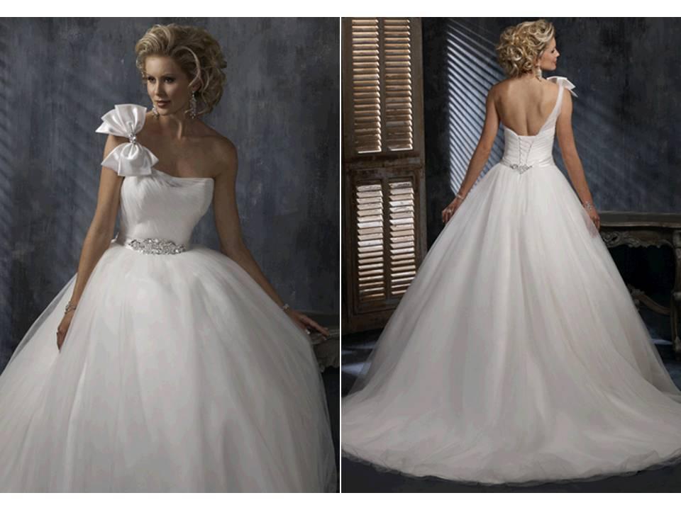 Corset-trend-2011-wedding-dresses-corset-bodice-ballgown-maggie-sottero.full