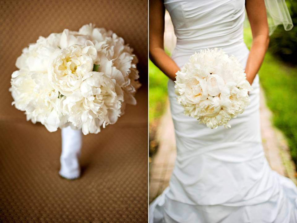 Outdoor-wedding-white-romantic-wedding-flowers-bridal-bouquet-peonies.full