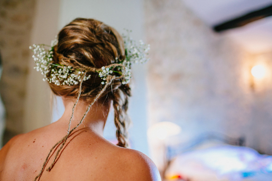 Rustic bride hairstyle with baby s breath