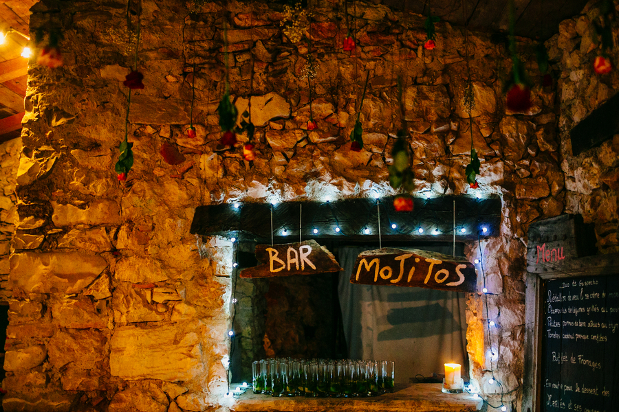 Rustic_french_outdoor_bar.full
