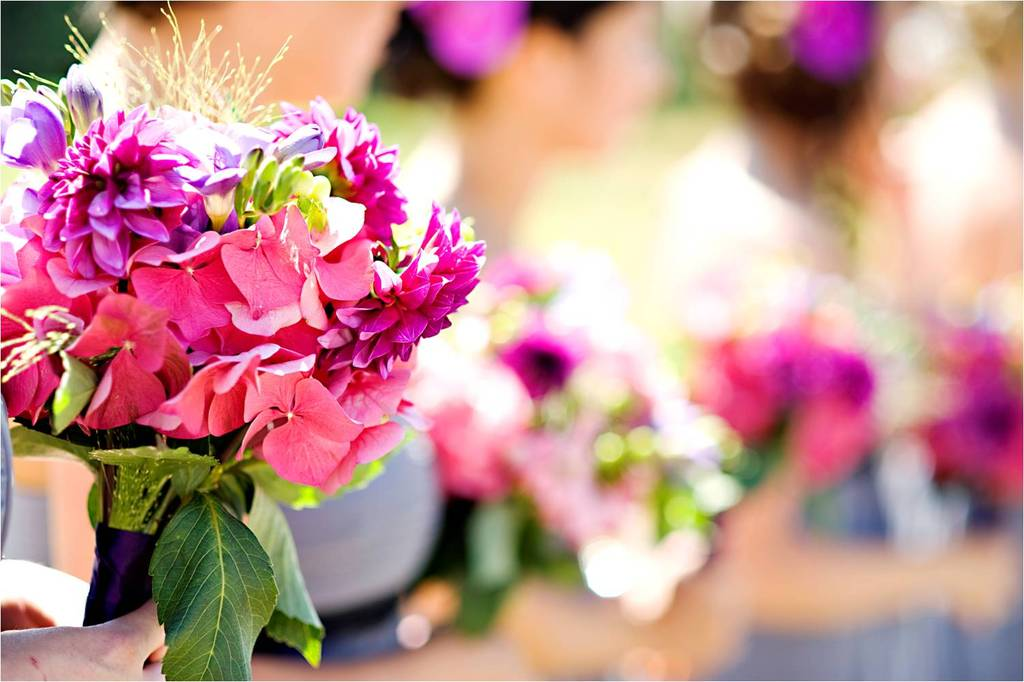 Casual-outdoor-wedding-summertime-bright-wedding-flowers-pink_0.full