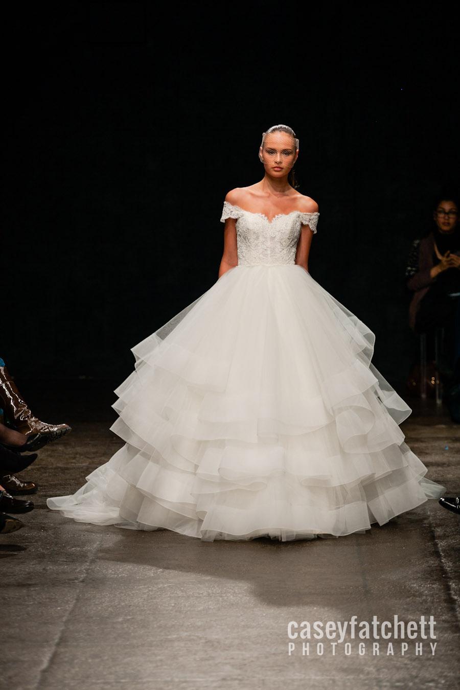Лебединое свадебное платье