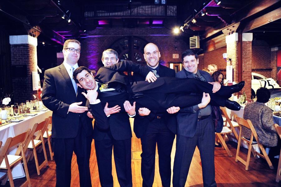 Fun_groomsmen_picture.full