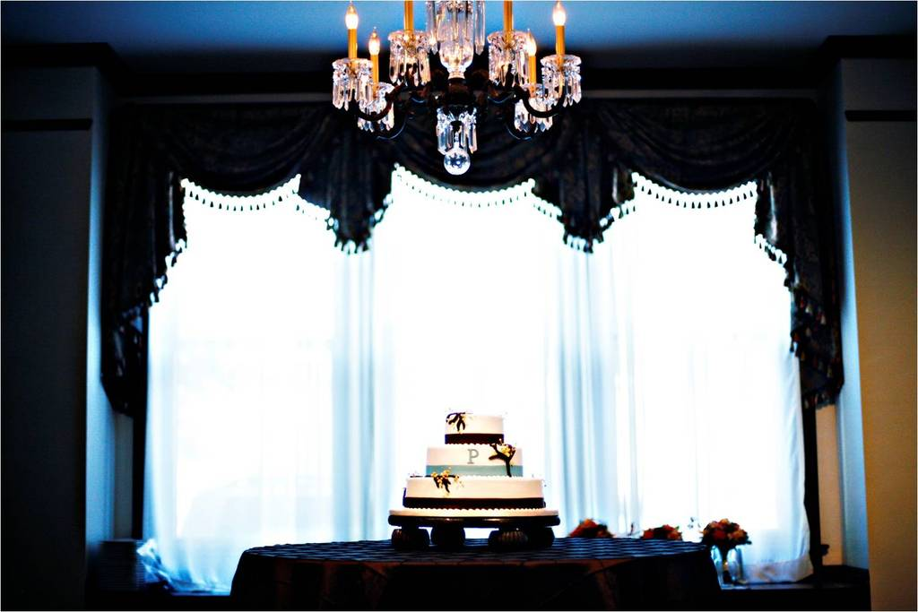 Fall-wedding-in-tennessee-elegant-wedding-reception-decor-wedding-cake.full
