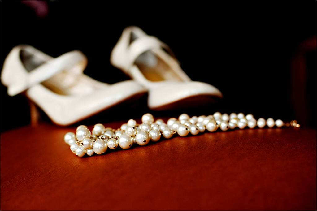 Outdoor-winter-wedding-seattle-washington-bridal-style-jewelry-pearl-necklace-bridal-heels.full