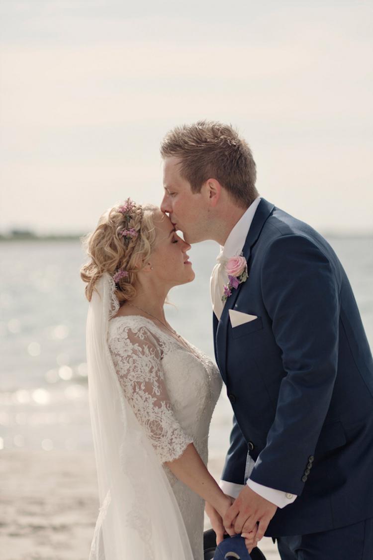 Beach_real_wedding_kiss.full