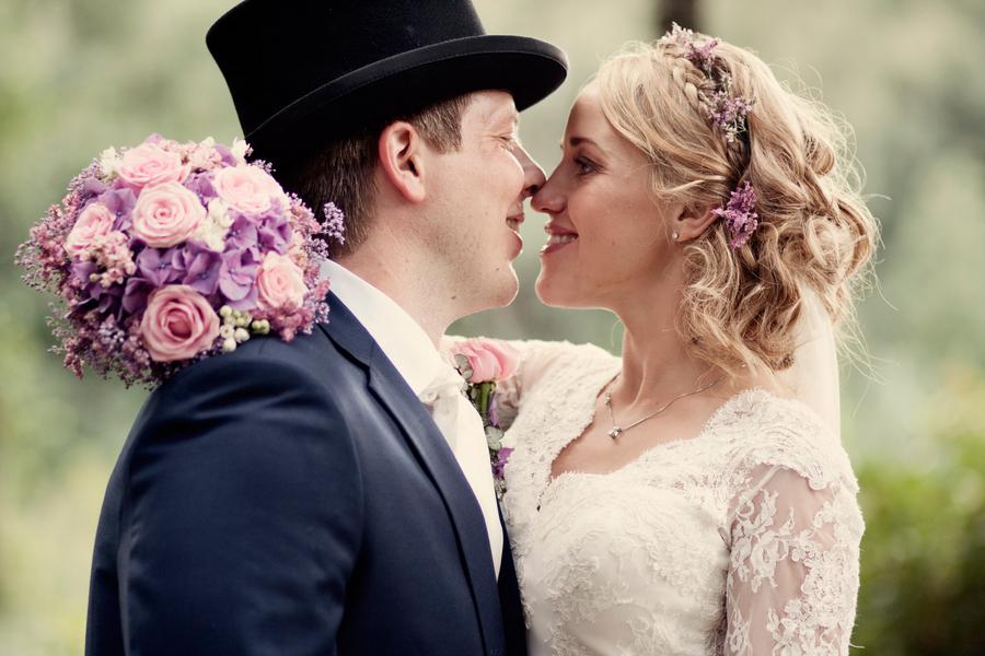 Cute_norwegian_wedding_couple.full