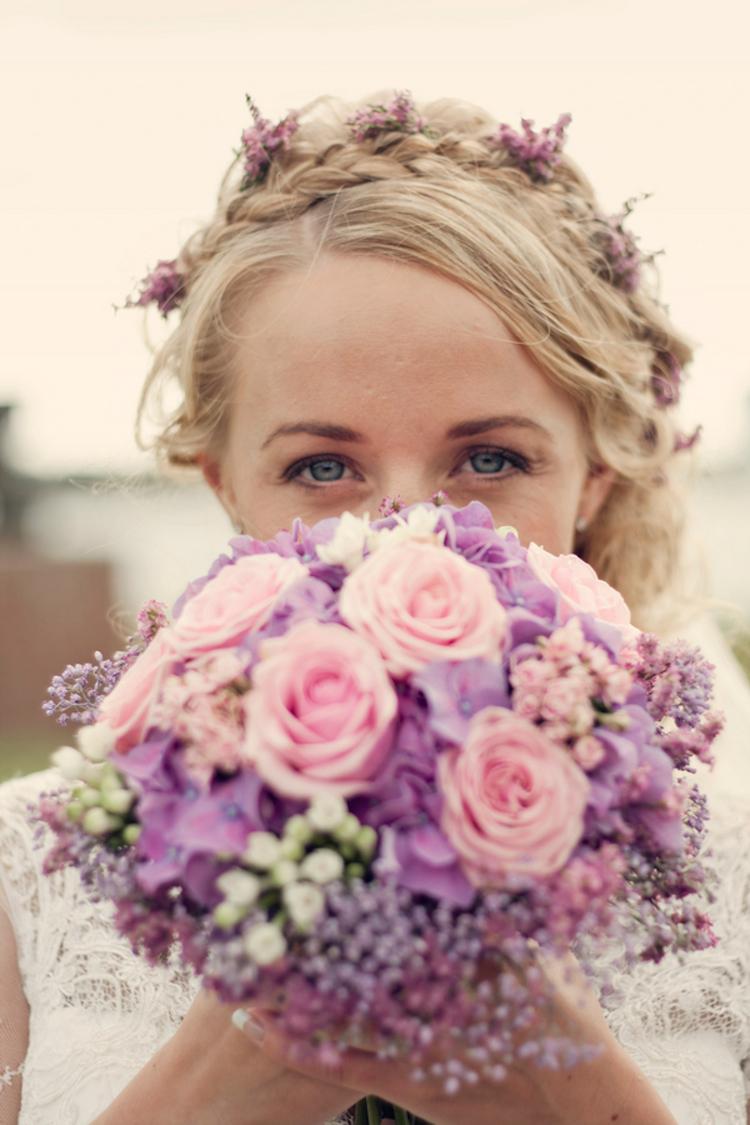 Norwegian_bride_makeup,_hair_and_bouquet.full