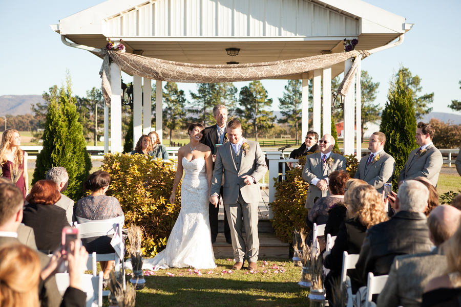Sunny_outdoor_ceremony.full