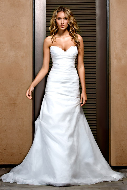White italian lace sweetheart neckline wedding dress by for Wedding dresses made in italy