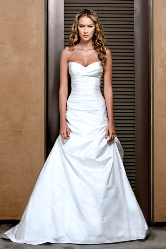 White sweetheart neckline wedding dress with classic a-line skirt