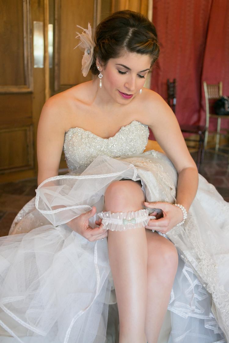 Bride_putting_on_garter.full