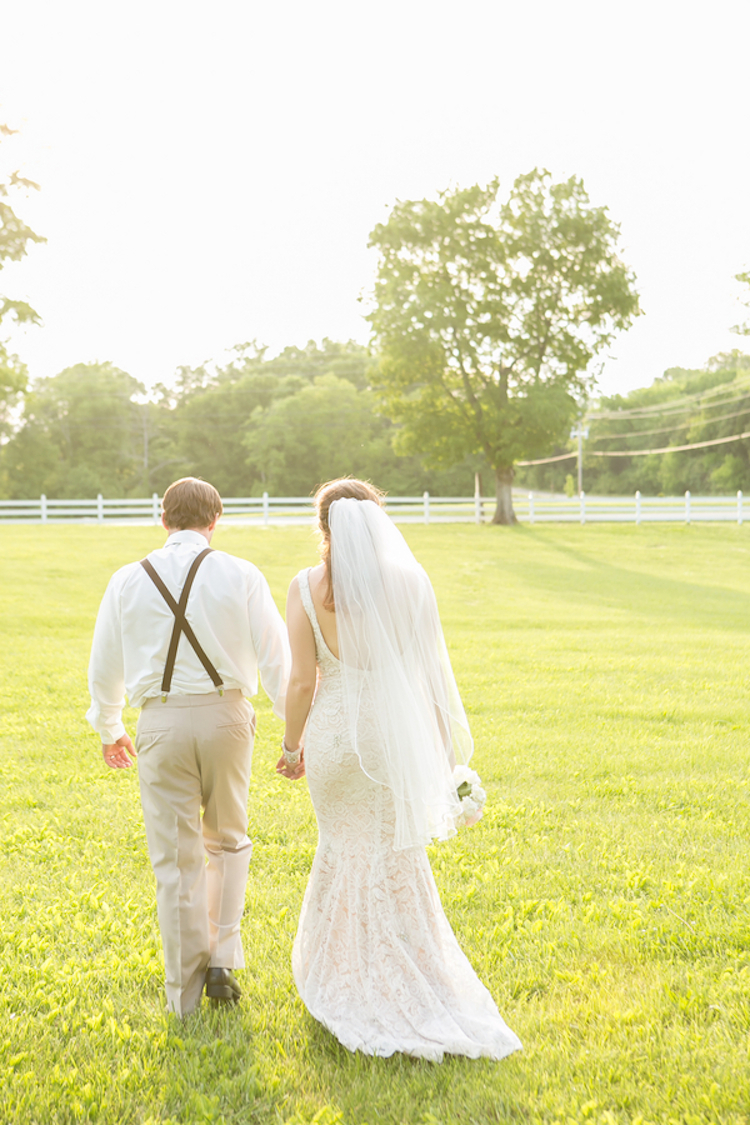 Couple_in_the_field.full