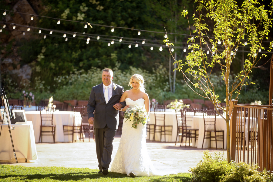 Bride_and_father_at_a_utah_ceremony.full