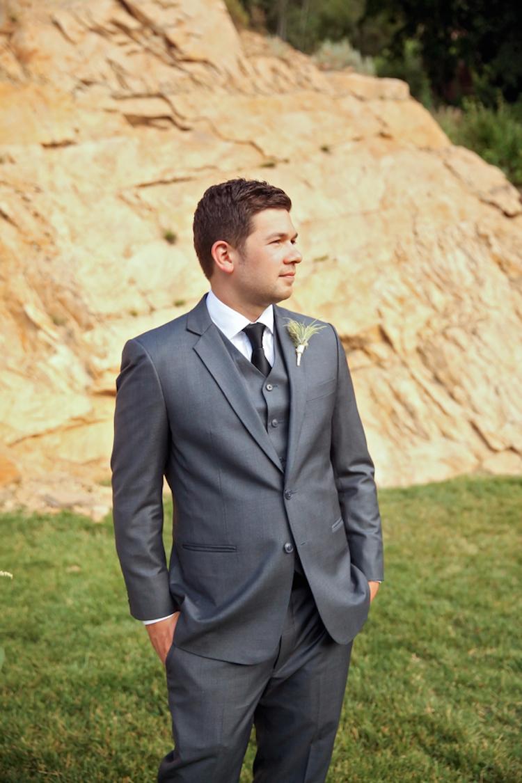 Groom_in_a_classic_grey_tuxedo.full