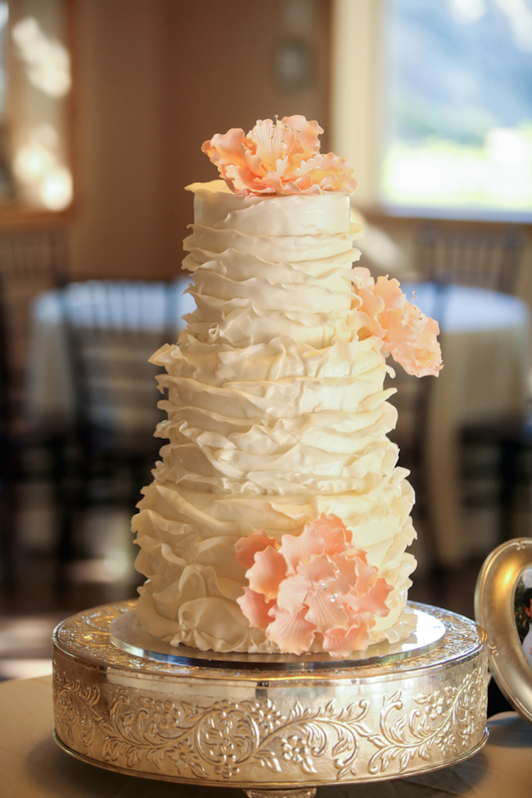 peach and white wedding cake white ruffled wedding cake with sugar flowers 18136