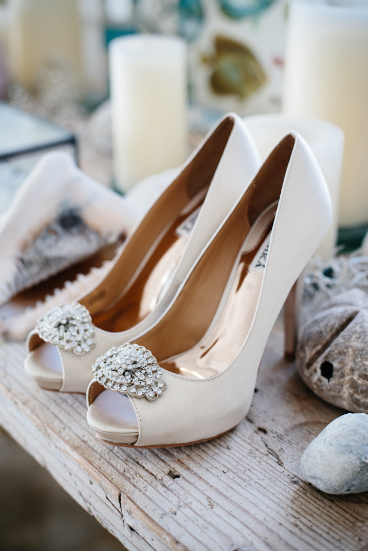 Classic_wedding_shoes_with_crystal_accent.full