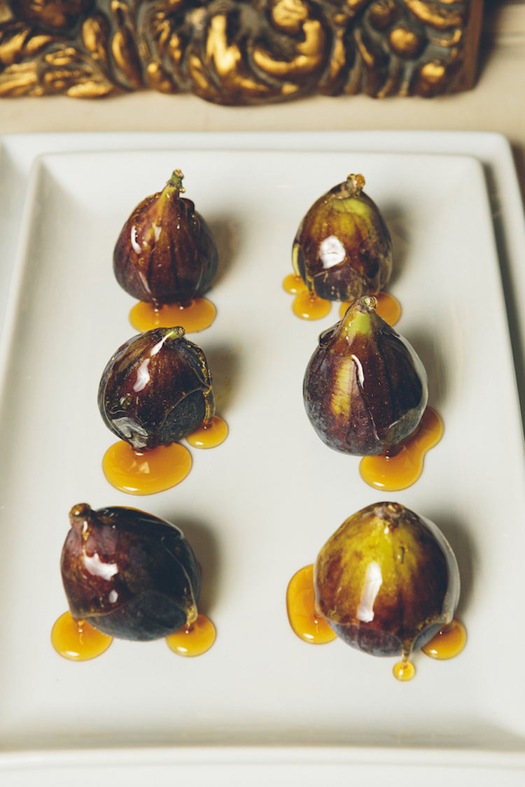 Gourmet_appetizers_for_a_vintage_wedding.full