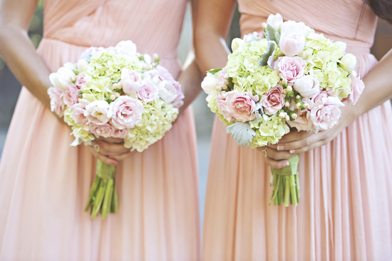 Bridesmaids bouquets with hydrangeas and roses