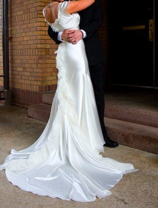 Score a gorgeous gently used Vera Wang wedding dress for only $1,200