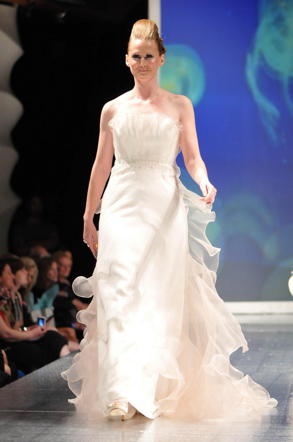 Luly-yang-2011-wedding-dress-inspireation-ocean-white-strapless-2.full