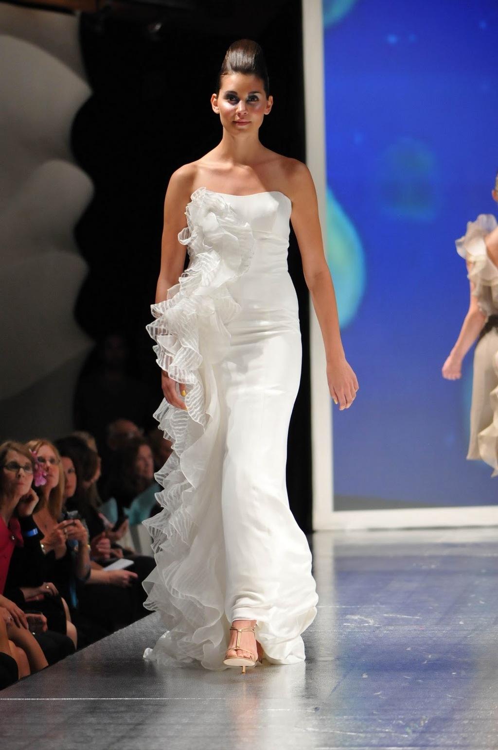 Luly-yang-2011-wedding-dress-inspireation-ocean-white-strapless.full