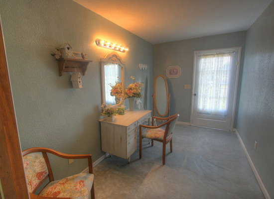 Bridal Dressing Room, photo by Casual Image