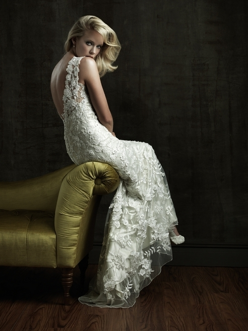 Romantic ivory lace 2011 wedding dress with open v back