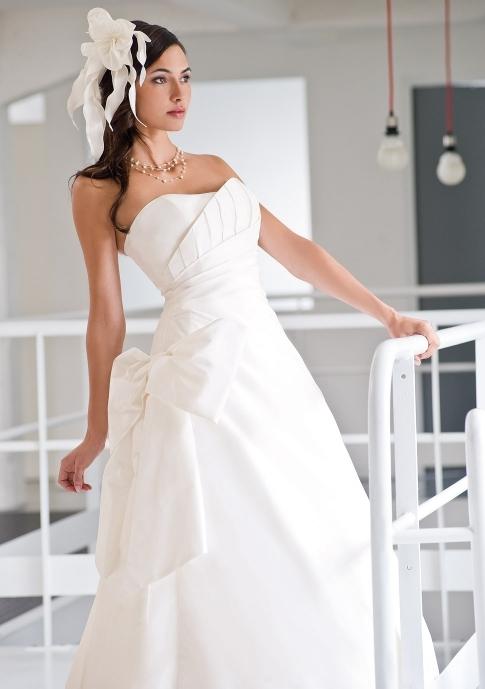 Hip on onewed for Wedding dresses for large hips