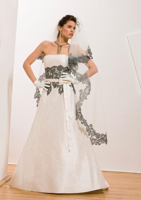 Francisco-reli-2011-ivory-wedding-dress-trumpet-grey-lace-detail.full