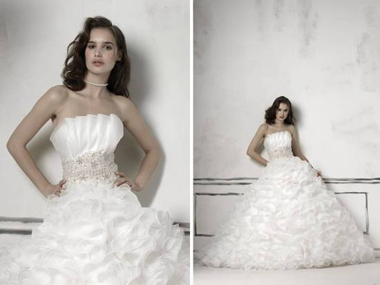 Justin Alexander 2011 ball gown wedding dress with crumb catcher neckline