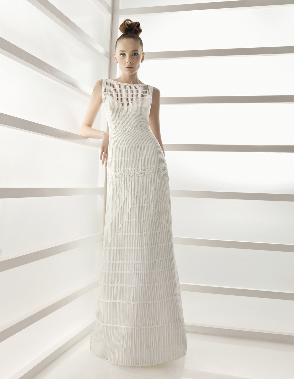 221-elche-2011-wedding-dress-rosa-clara-bateua-neck-column.full