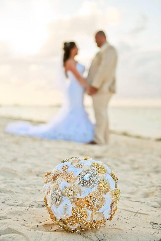 Golden Shadow White Brooch Bridal Bouquet
