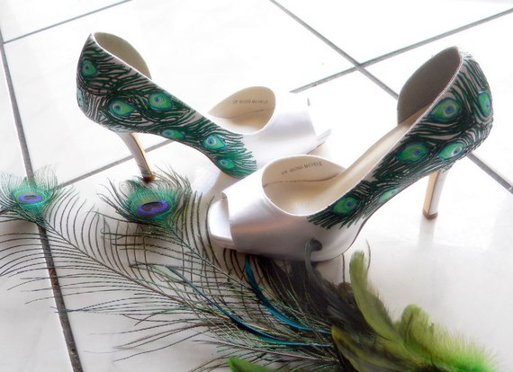 Chic-handpainted-white-satin-peep-toe-bridal-heels-peacock-feathers.full