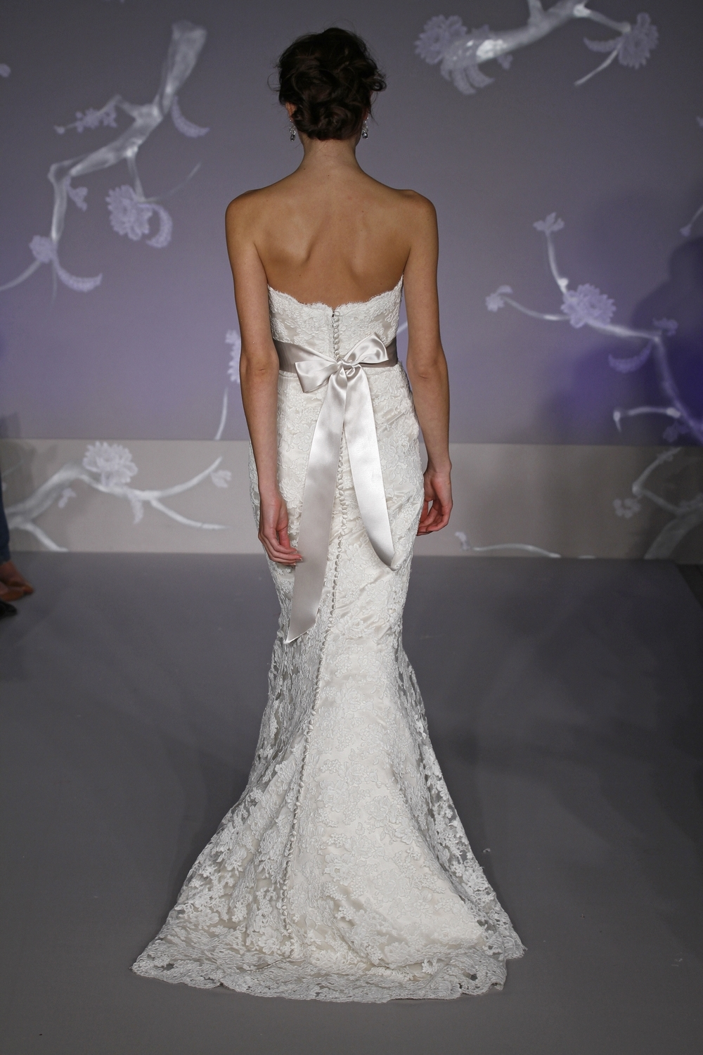 9102-spring-2011-alvina-valenta-lace-mermaid-wedding-dress-back.full