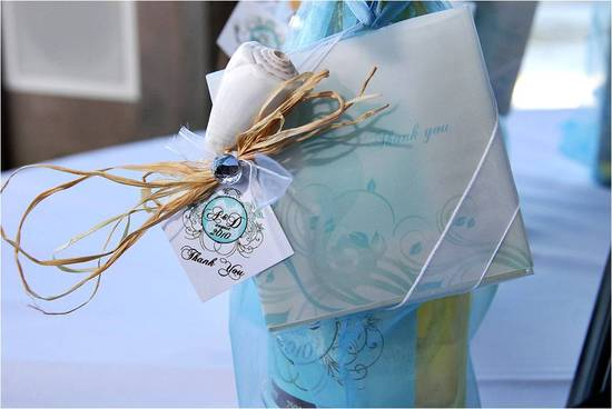 Wedding guest favors- a bottle of wine personalized with a DIY gift tag