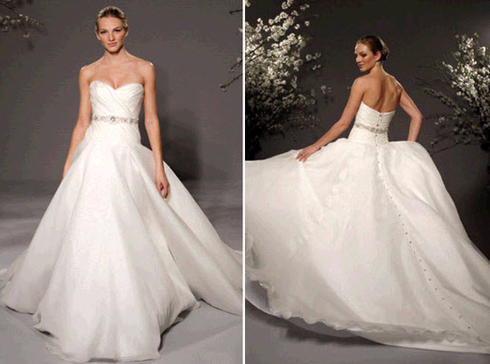 Sweetheart neckline classic ballgown wedding dress by Romona Keveza