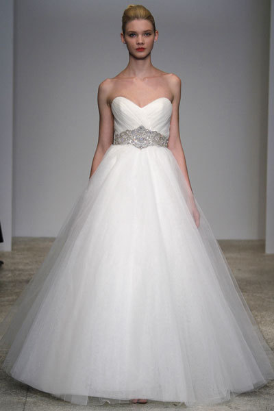 Amour-2011-kenneth-pool-wedding-dress-sweetheart-neckline-tulle-ballgown.full