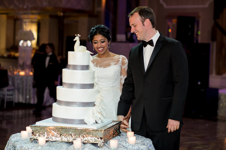 Bride_and_groom_cut_cake.full