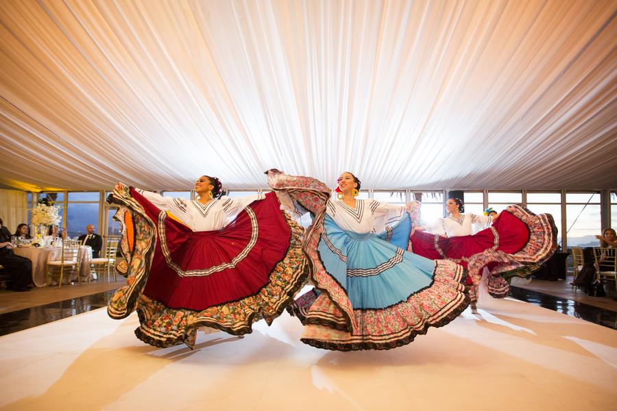Traditional_mexican_folk_dancers.full
