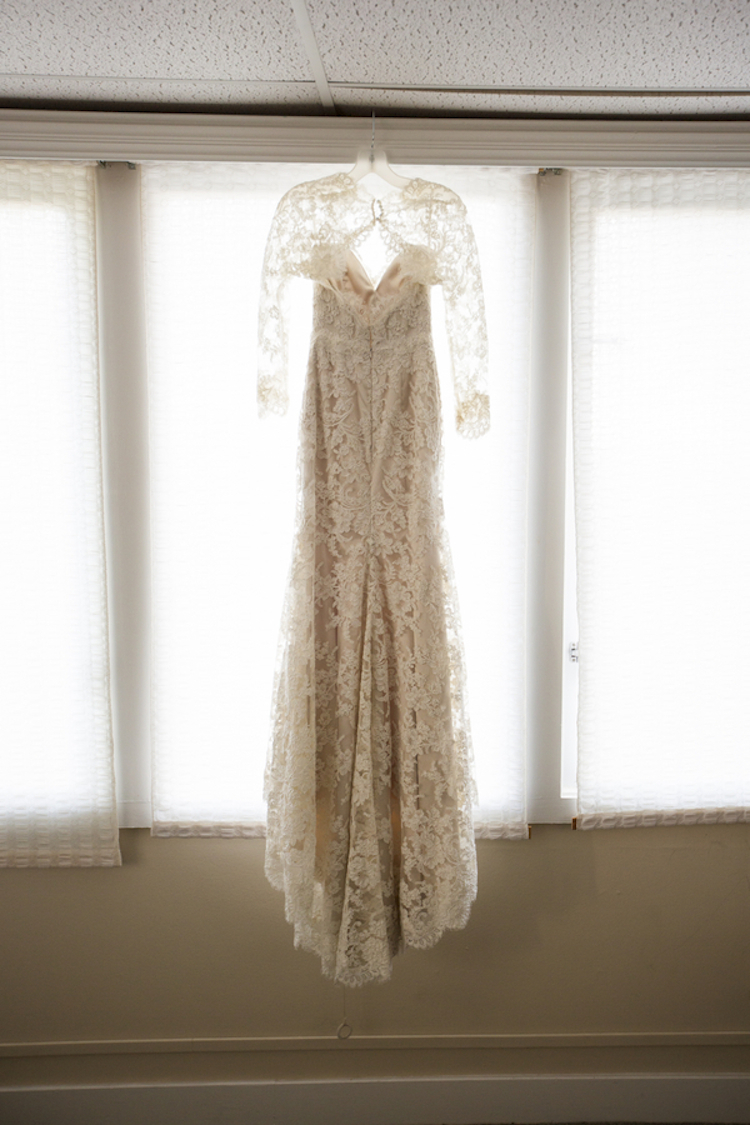 Lace_dress_with_full_sleeves.full