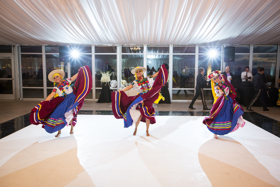 Mexican_folk_dancers.full